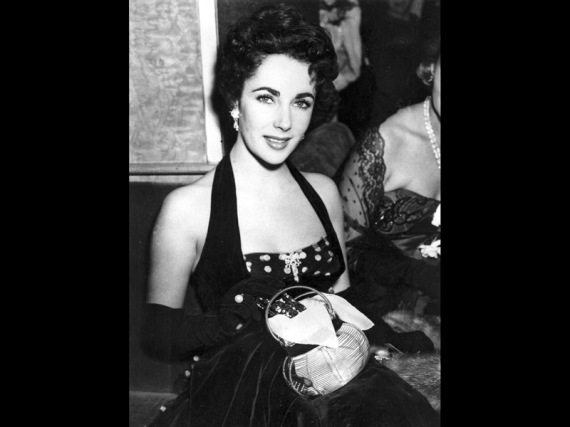 Elizabeth Taylor di pemutaran perdana 'The Lady with the Lamp' di Warner Theatre, London, 22 September 1951