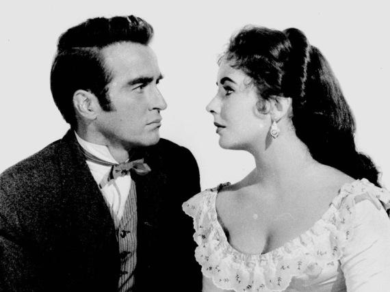 Elizabeth Taylor beraksi dengan Montgomery Clift dalam film 'Raintree County', 1957.