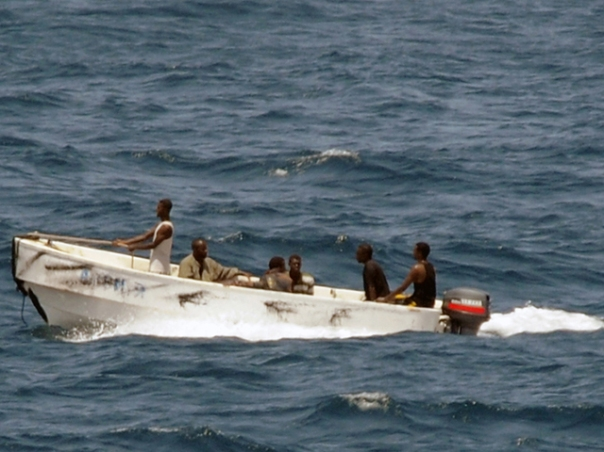 Dalam aksinya, para perompak Somalia ini sering berpura-pura menjadi penjaga pantai.