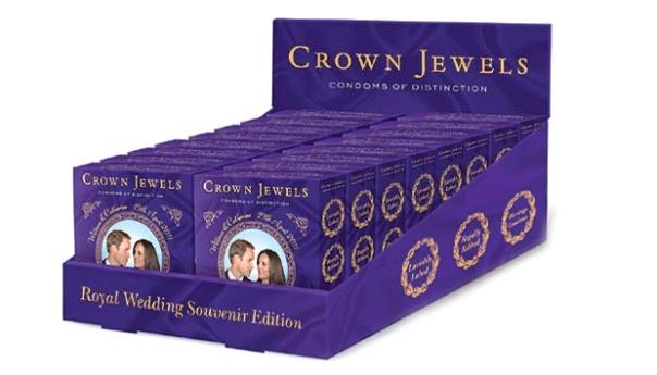 """Kondom Crown Jewels Condoms of Distinction itu dijual dengan foto Pangeran William dan Kate Middleton di depannya. Dalam kotak kondom itu tertulis, """"tidur dan membayangkan Inggris'."""