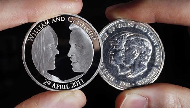 Koin perak resmi senilai 5 Poundsterling ($ 8, euro 5.7), memperingati pernikahan Pangeran William dengan Kate Middleton bersebelahan dengan koin pernikahan Pangeran Wales dan Lady Diana Spencer pada tahun 1981-yang merupakan koin pernikahan yang diroduksi Royal Mint di Llantrisant, South Wales . The Royal Mint mengharapkan untuk menjual lebih dari 250.000 koin di seluruh dunia.
