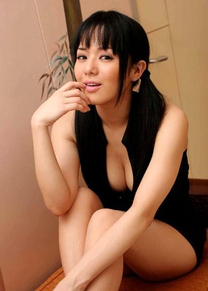 Foto Sexy Sora Aoi, Pemeran Adegan Toples Dalam Film Suster Keramas 2
