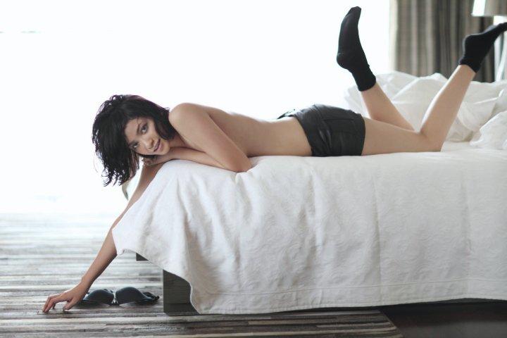 Foto Hot Agni Pratistha di Majalah Elle Magazine  (3/5)